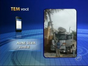 Caminhão bate em poste e derruba transformador elétrico sobre cabine - Um caminhão bateu em um poste em Jundiaí (SP) e foi atingido por um transformador de energia elétrica. O acidente foi nesta terça-feira (10), na Vila Rami. Segundo testemunhas, o motorista não se feriu.