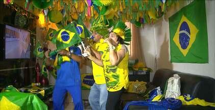 Torcedor decora toda a casa de verde amarelo para torcer pela seleção - Torcedor fanático da seleção brasileira de futebol, o funcionário público Ronaldo Rubens decorou a casa inteira com as cores verde amarelo para torcer pelo Brasil na Copa do Mundo deste ano
