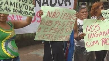 Famílias vítimas de incêndio fazem protesto - Famílias que estão recebendo o aluguel social, depois do incêndio no bairro Perpétuo Socorro, reclamam de atrasos no pagamento do benefício. Hoje elas fizeram um protesto no Centro de Macapá.
