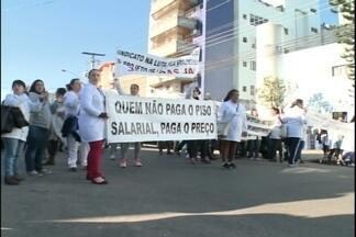 Técnicos em enfermagem paralisam em Pelotas - Categoria pede aumento salarial