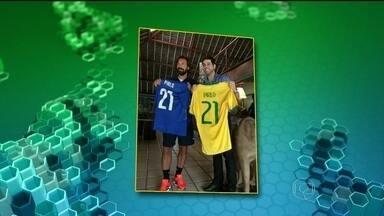 Ídolos Andrea Pirlo e Juninho Pernambucano se encontram na concentração da Itália - Na concentração da seleção italiana, o dia foi marcado pelo encontro entre Andrea Pirlo e Juninho Pernambucano.