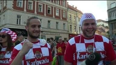 Torcida croata não vê a hora da bola rolar - Eles vão assistir ao jogo em telões que já foram espalhados pela cidade. A Copa representa muito para os croatas.