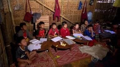 Tradição de séculos e novos tempos se encontram em Myanmar - Como acontece este encontro de estilos de vida tão diferentes? Myanmar está tentando se globalizar, por isso desde cedo crianças aprendem inglês.