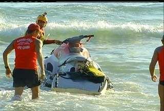 Bombeiros buscam americano sumido no mar de Arraial do Cabo, RJ - Richard Fu, de 20 anos, sumiu depois de mergulhar na Praia Grande. Por causa da correnteza, corpo pode estar indo em direção ao alto mar.