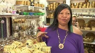 Comerciantes comemoram bons resultados durante a Copa - Vizinhos do Mané Garrincha, os feirantes da Torre de TV não têm do que reclamar. Os turistas gastam em comida e presentes para a família.
