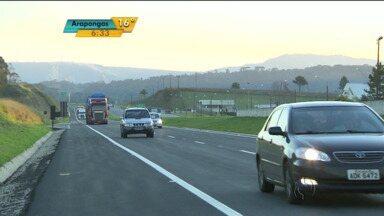 Movimento intenso na volta pra casa depois do feriado - O interior foi o destino mais escolhido por quem deixou Curitiba.