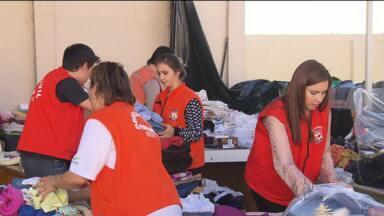 Trabalho não para nas centrais de doações para vítimas de enchentes - 30 mil pessoas ainda estão fora de casa por causa das enchentes no Paraná