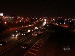 Rodovias Anhanguera e Bandeirantes registram passagem de quase 790 mil veículos - Depois do feriado de Corpus Christi, 789 mil veículos passaram nas rodovias Anhanguera e Bandeirantes. Além do movimento, 88 acidentes foram registrados.