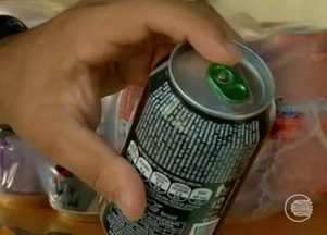 Latinhas de cervejas e refrigerantes devem ser higienizadas antes do consumo - Latinhas de cervejas e refrigerantes podem estar contaminadas e devem ser higienizadas antes do consumo