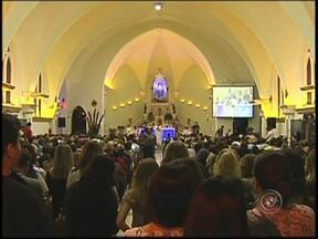 Fiéis católicos se reúnem em Rio Preto, SP, Cerco de Jericó - A oração tem unido milhares de pessoas em Rio Preto. Durante sete dias católicos rezam e agradecem pelas graças recebidas no Cerco de Jericó.