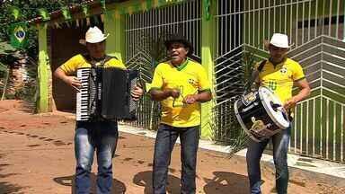 Agricultor cantor de forró é conhecido no município de São Domingos - Agricultor cantor de forró é conhecido no município de São Domingos
