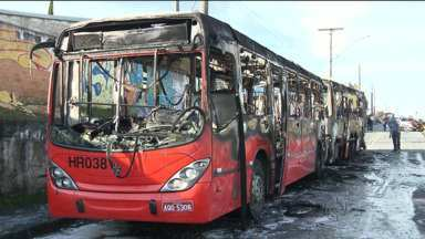 Ônibus pega fogo em Curitiba - Foi um biarticulado na linha Circular Sul