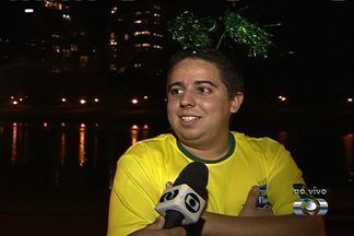 Goianos se reúnem para comemorar classificação do Brasil para próxima fase do mundial - Seleção agora vai enfrentar o Chile pela fase oitavas de final.