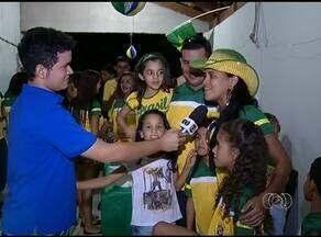 Parentes e amigos se reúnem para torcer pela seleção brasileira em Gurupi - Parentes e amigos se reúnem para torcer pela seleção brasileira em Gurupi