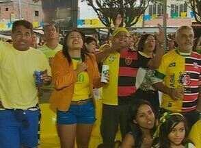 Confira a animação no interior de Pernambuco após a vitória da Seleção contra Camarões - Caruaru e Serra Talhada organizaram concentração para torcer pelo time do Brasil e para festejar.