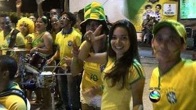 Confira a animação na Rua São João durante jogo do Brasil - Goleada por 4 a 1 sobre sobre Camarões carimbou a classificação da Seleção Brasileira