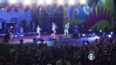 Torcedores comemoram vitória do Brasil no Fifa Fan Fest - Em Taguatinga, 40 mil pessoas comemoram a vitória do Brasil com o show do cantor Naldo Benny. Torcedores também participam da festa no RJ, SP e Fortaleza.