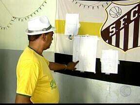 Bolão de jogos do Brasil na Copa animam torcedores em Uberaba - Apostadores estudam futebol apresentado pelas seleções para acertar placar. Palpites são atividade do setor de recursos humanos em empresa da cidade.