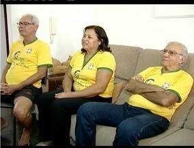 Parentes do jogador Fred acompanham partida apreensiva entre Brasil e Chile - Atleta morou na casa dos tios dos nove aos 15 anos.