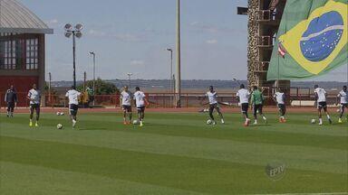 Nigéria desembarca em Brasília e treina para enfrentar França no Mané Garrincha - Seleções irão disputar, na segunda-feira, uma vaga nas quartas de final da Copa do Mundo.