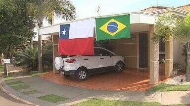 Chilenos e brasileiros assistem ao jogo da Copa do Mundo - Quem apostou no empate se deu bem, mas nos pênaltis o Brasil foi melhor