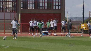 Adversários da França já estão na capital Federal - Nigerianos realizaram treinamento neste sábado