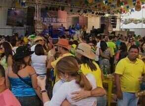 Forrozeiros festejam véspera de São Pedro e vitória da Seleção Brasileira no Alto do Moura - Confira os festejos neste bairro de Caruaru, Agreste pernambucano.