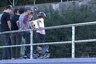 Pistas de skates e quadras atraem esportistas ao parque na Zona Norte da capital - O Parque da Juventude, no Carandiru, é um dos endereços preferidos dos skatistas em São Paulo. As duas pistas estão sempre cheias. No lugar, também há oito quadras usadas para a prática de basquete e futebol.