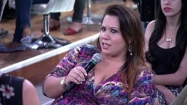 Vívian Dias se irrita com a sua própria indecisão - Modelo plus size ouve conselhos de psiquiatra