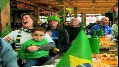 Torcida sofre em jogo da Seleção Brasileira - Vitória sobre o Chile veio somente nos pênaltis.