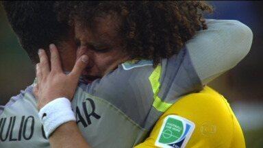 Psicóloga fala sobre a instabilidade emocional dos jogadores do Brasil durante a Copa - Não é fácil lidar com tanta responsablidade e cobrança, mas os que mais se emocionam são os que vêm se destacando na hora do jogo. Especialista em RH dá dicas para candidatos a vagas de emprego controlar o lado emocional.