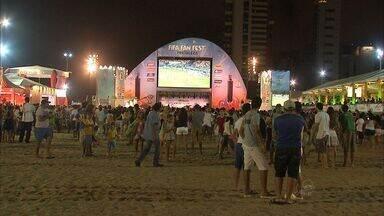 Estrangeiros e brasileiros tem encontro marcado na Arena fan fest - Tem futebol, música e brincadeiras.