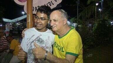 Técnico da Seleção Brasileira caminha no calçadão da Av. Beira Mar - Seleção Brasileira deve chegar só amanhã, mas parece que técnico decidiu chegar antes.