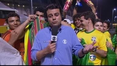 Neymar ainda está no hospital e Seleção viaja nesta sexta-feira (4) para o Rio - A Seleção Brasileira sai ainda nesta sexta-feira (4) de Fortaleza para o Rio de Janeiro, onde seguem para a Granja Comary. No sábado (5), os jogadores devem fazer um trabalho de recuperação.