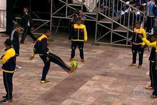 Jovens de 20 países participam do Mundial de Futebol de Rua - A competição, realizada na capital, reúne 300 jovens. Os jogos acontecem na rua. As partidas são dividias em três tempos e não há juiz.