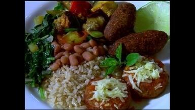 Empresa fatura com produção de congelados vegetarianos em SP - O mercado de comida vegetariano cresce no Brasil. O cardápio da empresa tem hambúrguer, almondega e esfirra, todos sem carne.