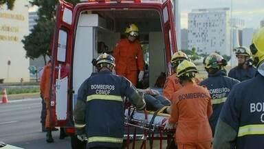 Motorista embriagada causa acidente na Esplanada dos Ministérios - Uma motorista causou um acidente na Esplanada dos Ministérios no final da tarde de domingo (13). O teste do bafômetro, que constatou que ela havia consumido álcool. A mulher foi presa.