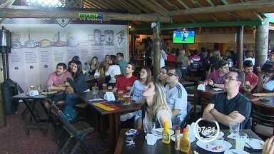 Torcedores fazem festa em bar alemão com título da Copa do Mundo - Brasileiros, que torciam pela seleção europeia ou simplesmente não queriam ver a Argentina comemorando, lotam reduto da Alemanha em São José dos Campos.