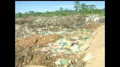 Moradores fecham lixão em Alenquer, no PA - Devido situação, nesta sexta-feira (11) não teve coleta de lixo na cidade. MP determinou que prefeitura pare de jogar lixo na área.
