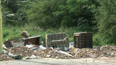 Reportagem mostra lixo nas ruas do Vinhas em São Luís - Repórter Giovanni Spinucci tem as informações