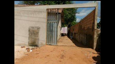 Mãe entrega filho à polícia após furto - Adolescente é suspeito de furtar residência no Santarenzinho.