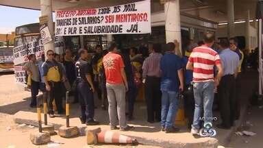 Paralisação de ônibus afeta 380 mil pessoas em Manaus, diz Sinetram - Os trabalhadores cobram benefícios trabalhistas.