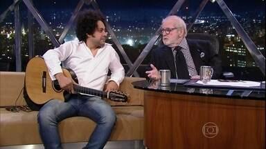 """Jô bate um papo com o violonista e guitarrista Diego Figueiredo - Em 2005, foi considerado pelo """"Montreux Jazz Festival"""" um dos três maiores guitarristas do mundo e, em 2007, conquistou o 2º lugar no """"Montreux Jazz Guitar Competition"""""""