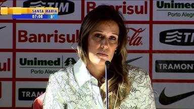 Esporte: viúva de Fernandão conversa com jornalistas - Entrevista ocorreu na sala de imprensa do Beira-Rio.