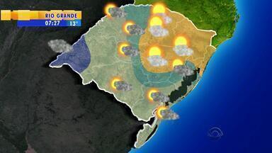 Tempo: chuva deve retornar ao estado na terça-feira (22) - Instabilidade atinge Oeste, Centro, Sul do estado e Região Metropolitana.