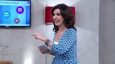 Fátima mostra plateia que se inscreveu pelo site - Animados, convidados aplaudiram a atriz Andrea Horta
