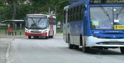 Usuários de ônibus em João Pessoa começam a pagar passagem de R$ 2,35 nesta segunda (21) - Aumento foi anunciado pela prefeitura no sábado (19) depois de uma reunião com secretários e assessores.