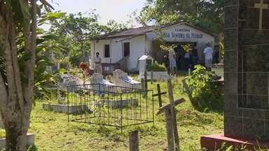 Manauenses criticam abandono de cemitério na Zona Norte - Cemitério Nossa Senhora da Piedade, que fica no bairro Santa Etelvina, enfrenta problemas, dizem moradores.