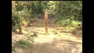 Moradores de comunidade do Eixo Forte estão isolados com fechamento de loteamento - Moradores pedem ajuda para resolver situação.