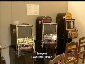 MP fecha casa de jogos de azar em Búzios, RJ, e um casal é detido - No local também funcionava uma banca de jogo do bicho.